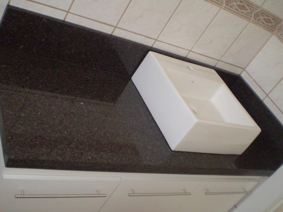 Pedra Forte  Banheiro em Granito Café Imperial -> Armario De Banheiro Com Pedra De Granito